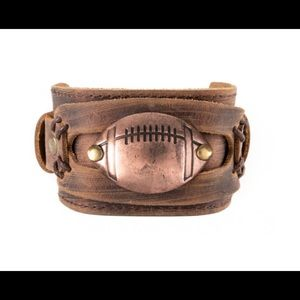 Plunder Football Bracelet Brown leather cuff